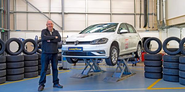 Migliori pneumatici estivi 2021: test comparativo pneumatici presso il centro prove di Auto Express