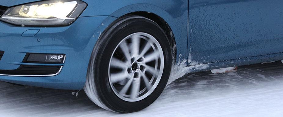 Test pneumatici invernali 2021 di ADAC e TCS: Volkswagen Golf sulla neve